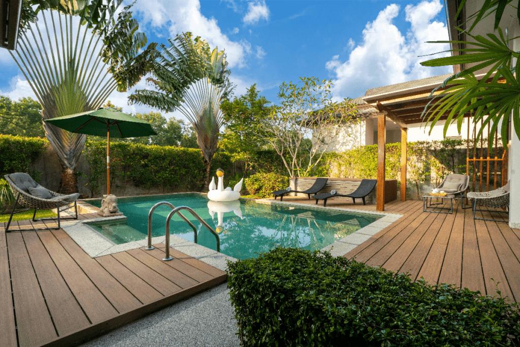 Intégrer une piscine dans son jardin - Création conseil Morana